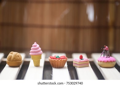 Miniature people : cameraman , photographer taking pictures of dessert. food concept