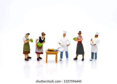 Miniature people: Direct Channel for sell product to consumer. Image use for business market concept.