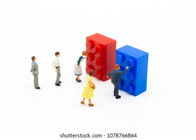 Miniature people: Group people queuing for use Vending Machine. Image use for Business of Convenience.