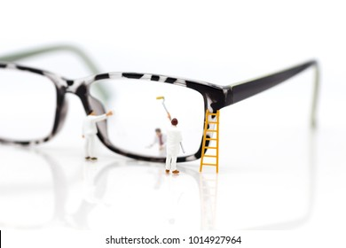 Miniature people: Worker cleaning glasses. Image use for business background.