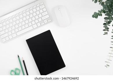 Bilder Stockfotos Und Vektorgrafiken Schreibtischweiß
