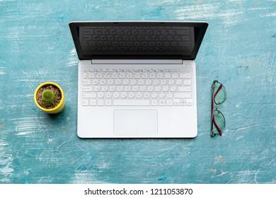 Minimal work space, laptop