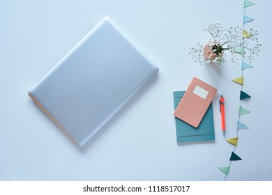 minimalist blogger desktop laptop and pastel accessoires with flowers