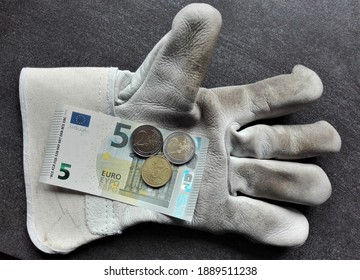 Minimum wage in Germany € 9.50 - From January 1, 2021, the minimum wage of € 9.50 will apply in Germany. This amount is on a work glove.