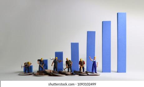 The miniatureworkersstandingonabluebargraph. Minimum wage increase concept.