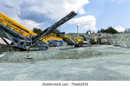 Mining and processing plant for processing crushed stone, sand and gravel