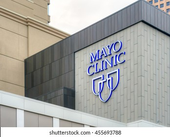 MINNEAPOLIS, MN/USA - MAY 23, 2016: Mayo Clinic entrance and sign. The Mayo Clinic is a nonprofit medical practice and medical research group based in Rochester, Minnesota.