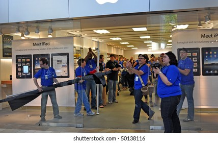 MINNETONKA MN. - APRIL 3:  Apple employees greet customers on Ipad launch day, April 3, 2010, at the Apple Store in Minnetonka, Mn.