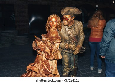MINSK, BELARUS.September 30, 2017 Street theater, man and woman in the form of a statue