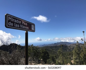 Mirador Pico de las Nieves sign at the highest peak of the island of Gran Canaria