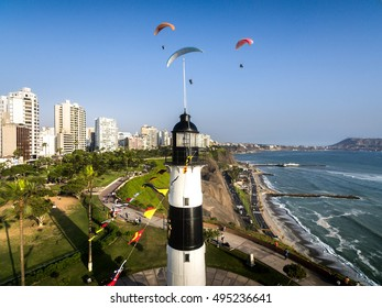 Miraflores, Peru: View of the fare, sea and paraglides of Miraflores town.