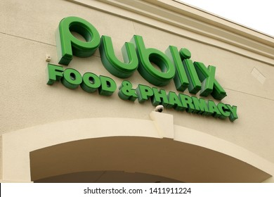 Mirimar, FL-USA May 08, 2019: Publix Super Markets, Inc., commonly known as Publix, is an employee-owned, American supermarket chain headquartered in Lakeland, Florida