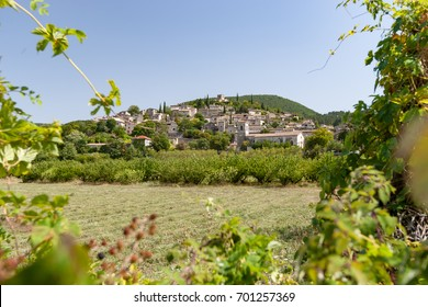 Mirmande is located between Valence and Montélimar. The village in the Drôme is an excellent example of terrace construction that is good to see when you get there.