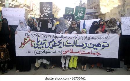 MIRPURKHAS, PAKISTAN - JAN 10: Women supporters of Jamat-e-Islami (JI) are protesting against amendment in Blasphemy Law during demonstration on January 10, 2011in Mirpurkhas.