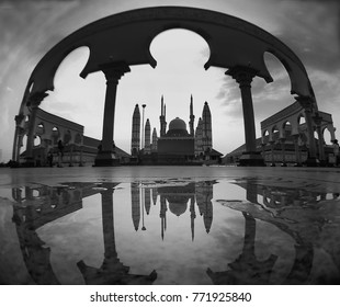the mirror of Mosque