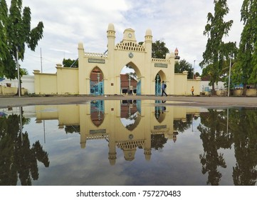 mirror reflection mosque
