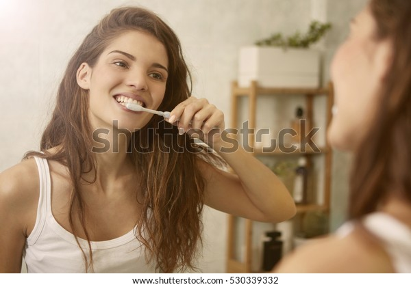 Mirroring toothbrushing