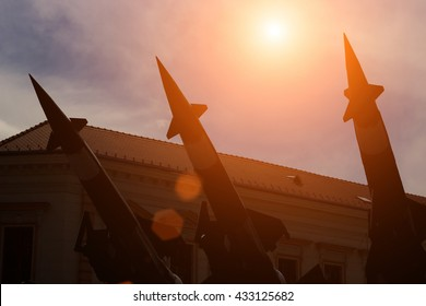 Missiles for defense against attacks from the air ; Launching ramp with military missile systems to defend against attacks from the air.Medium-range Rocket system
