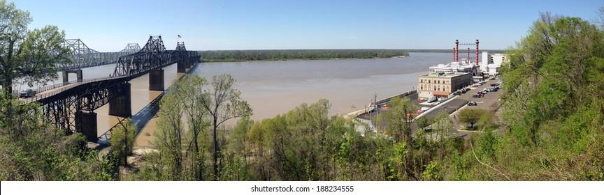 Mississippi River and bridges in Vicksburg, Mississippi