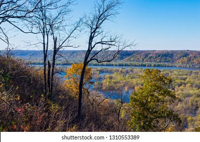 mississippi river valley from bluffs of wyalusing state park in driftless area of wisconsin along iowa border