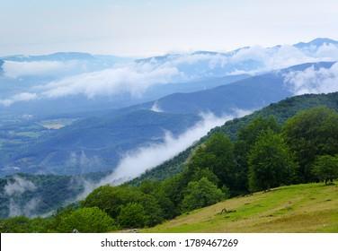 brumas y nubes en la Sierra de Aralar, Navarra