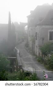 Misty morning in St-cirq Lapopie, popular France tourism destination