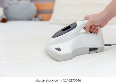 Mite vacuum cleaner using cleaning bed mattress dust eliminator with UV lamp