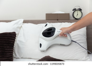 Mite vacuum cleaner using cleaning pillow bed mattress dust eliminator