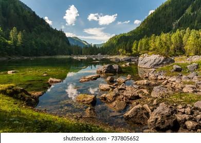 Mittlerer Gosausee in Salzkammergut (Austria) in summer, rocks in water