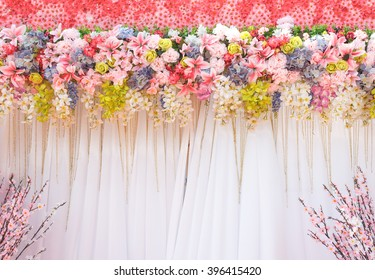 mix bunch flower backdrop in wedding ceremony