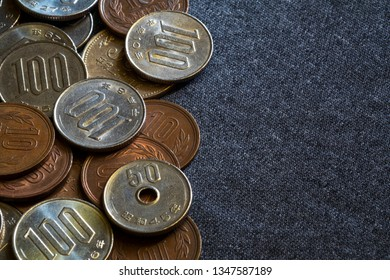 A mix of Japanese Yen coins