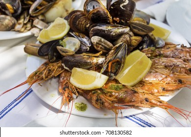 mix of spicy shrimps and shellfish cooked with parsley, garlic and lemon