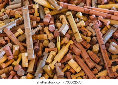 Mixed brown Lincoln logs
