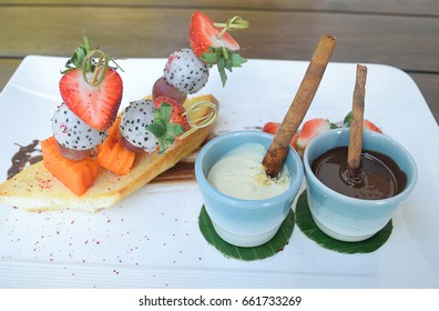 Mixed fruits chocolate fondue