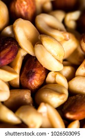 Mixed nuts that contains both peanuts and almonds