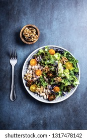 Mixed salad with beans and walnut kernels with tomatoes