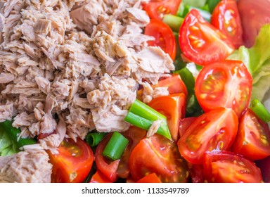 Mixed Salad with Tuna Fish, Green Onions and Tomatoes