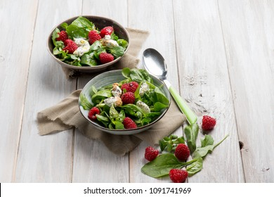 mixed salad with valerian raspberries and cheese