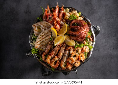 Mixed Seafood Contain Blue Crabs, Mussels, Big Shrimps, Calamari Squids and Grilled Barracuda Fish Garlic with Lemon on Dish