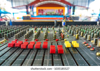 Mixing console for sound recording