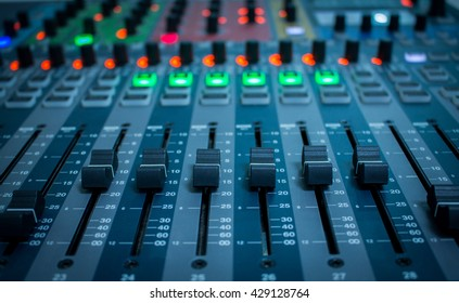 mix,mixer,frequency,Mixer,Control of high-quality audio and equalizer volume on the mixer.