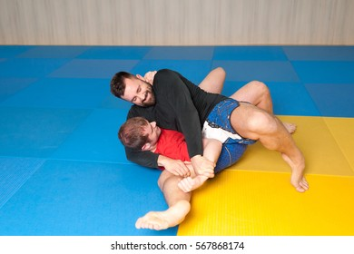 MMA fighter trying to arm lock his opponent