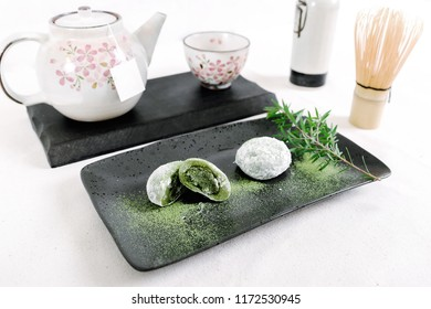 Mo chi Candy Mo chi  Mo chi green tea Mo chi green tea White background