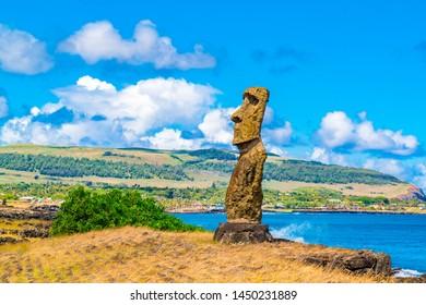 Moai, Hana Kio' e Hana Kao Kao in Rapa Nui National Park on Easter Island, Chile