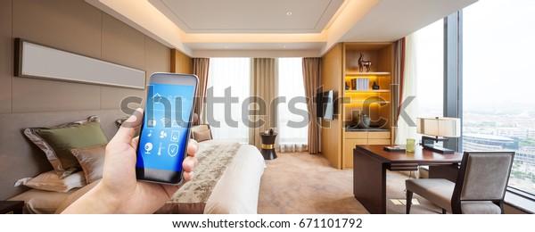 мобильный телефон с приложениями в современной роскошной спальне