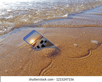 Mobile phone dropped into the water from the ocean