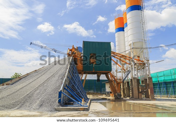 Mobile plant for the production of concrete