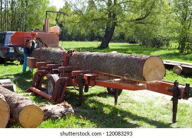 Mobile sawmill for flexible timber processing