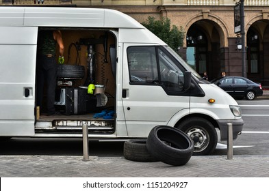 mobile van for tire fitting