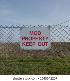 """MOD Property Keep Out"" Sign Attached to a Wire Fence Surrounding the Disused Second World War Airfield at Portreath on the South West Coast Path in Rural Cornwall, England, UK"